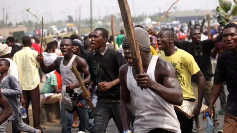 Irate youths attack Ibadan police headquarters over Shodipe, escapee serial killer